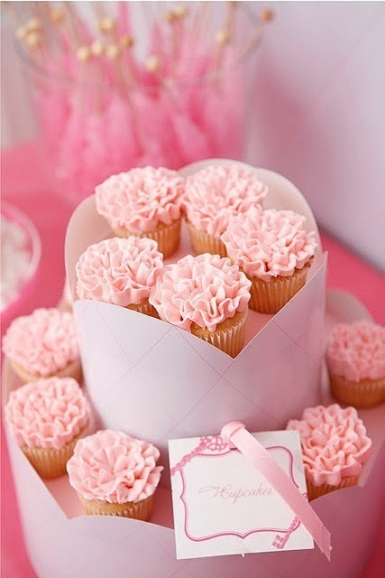 The cupcakes cake