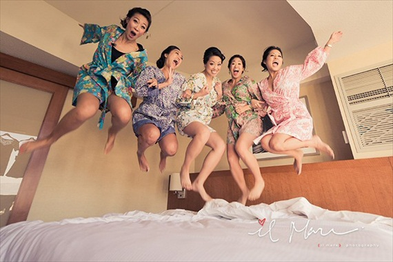 bridesmaids-jumping-on-bed4