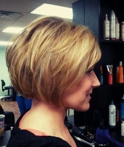 Chic-Layered-Bob-Haircut-for-Thick-Hair